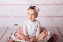 NEU!! Wunderschöner weißer Romper für 6- 9 Monate ( evtl. auch noch für zarte größere Kinder wie im Bild)