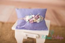 NEU! Set aus Newbornkissen/pillow und passendem Blumenhaarband flieder/Punkte