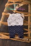 NEU!! Newborn Romper in dunkl.blau mit weißen Punkten und Spitze abgesetzt