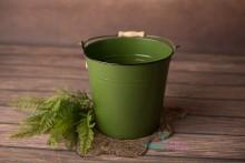 Toller Metalleimer in grasgrün mit Metall-Holzgriff